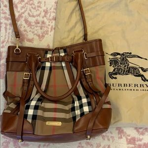 Burberry Large tote bag! 100% authentic!
